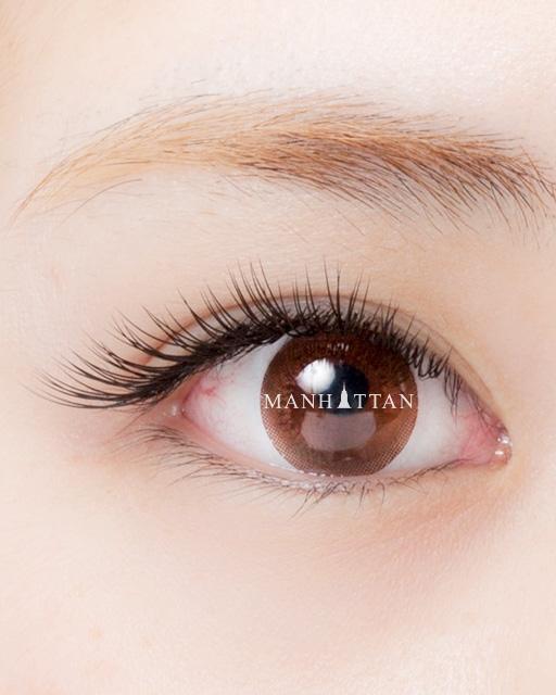 華やかな印象の120本 毛先までアイライン効果を発揮。どの角度から見ても綺麗な目元になります